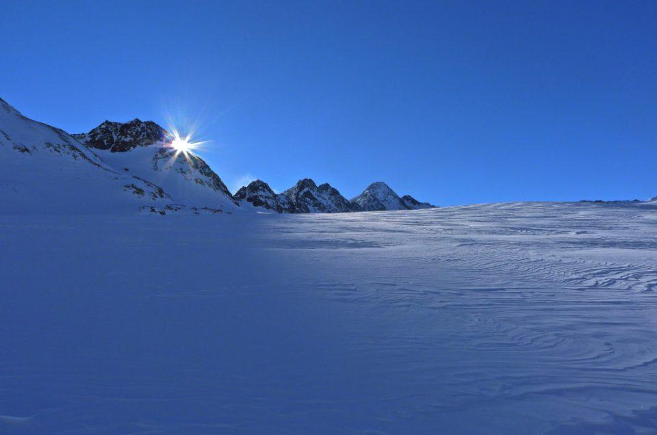Upadek narciarza do szczeliny lodowcowej